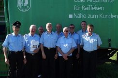 Heesens Ortsbrandmeister Hans Glander mit der Siegergruppe der Freiwilligen Feuerwehr Eystrup