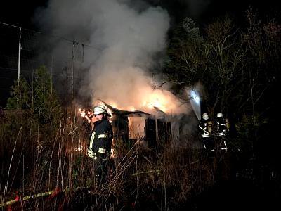 ...und wieder brannten Gartenhütten