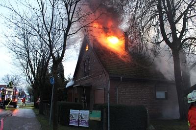 Wohnhaus fällt Feuer zum Opfer