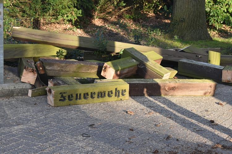 20210422_Abbau_Holztor_2©Christin Bruhnke, stellv. Pressesprecherin der Freiwilligen Feuerwehren der Stadt Nienburg/Weser